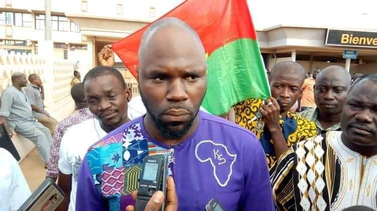 Kemi Seba doit il présenter ses excuses au président burkinabè ?